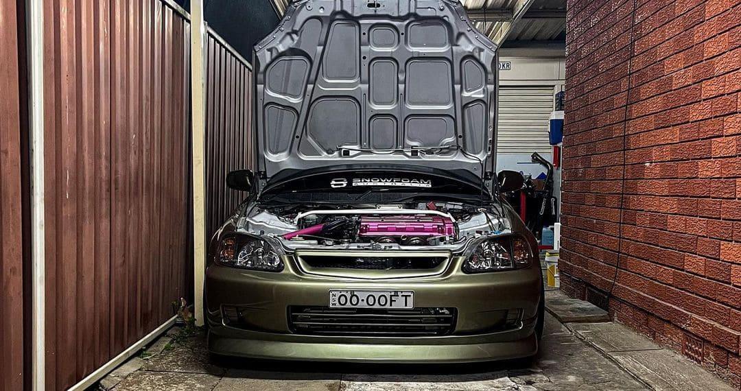 2000 Honda Civic Hatchback Engine bay