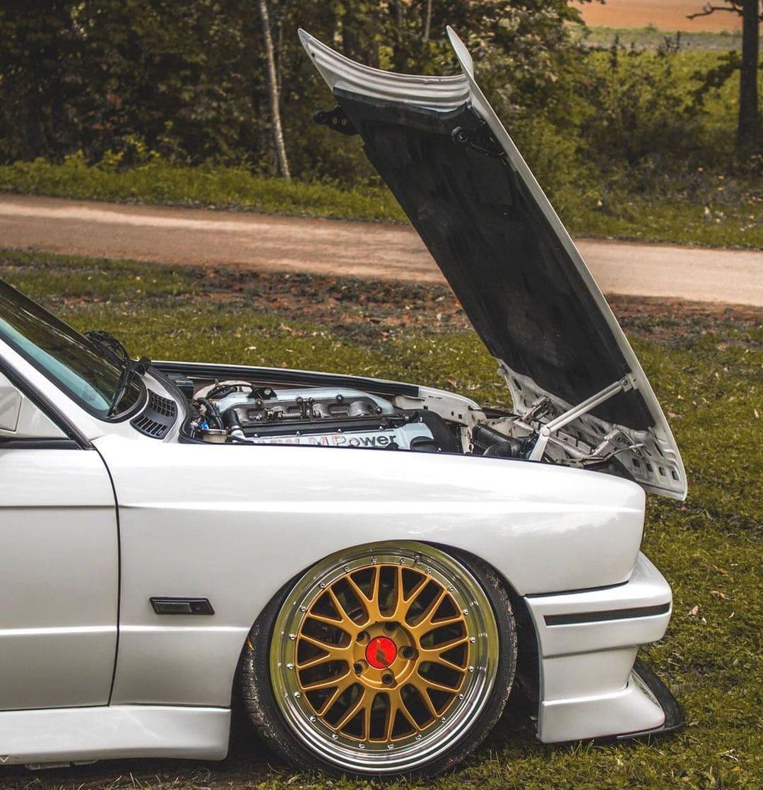 BMW E30 M3 Engine bay
