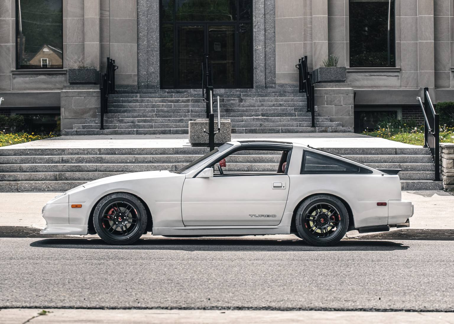Lowered Nissan 300ZX