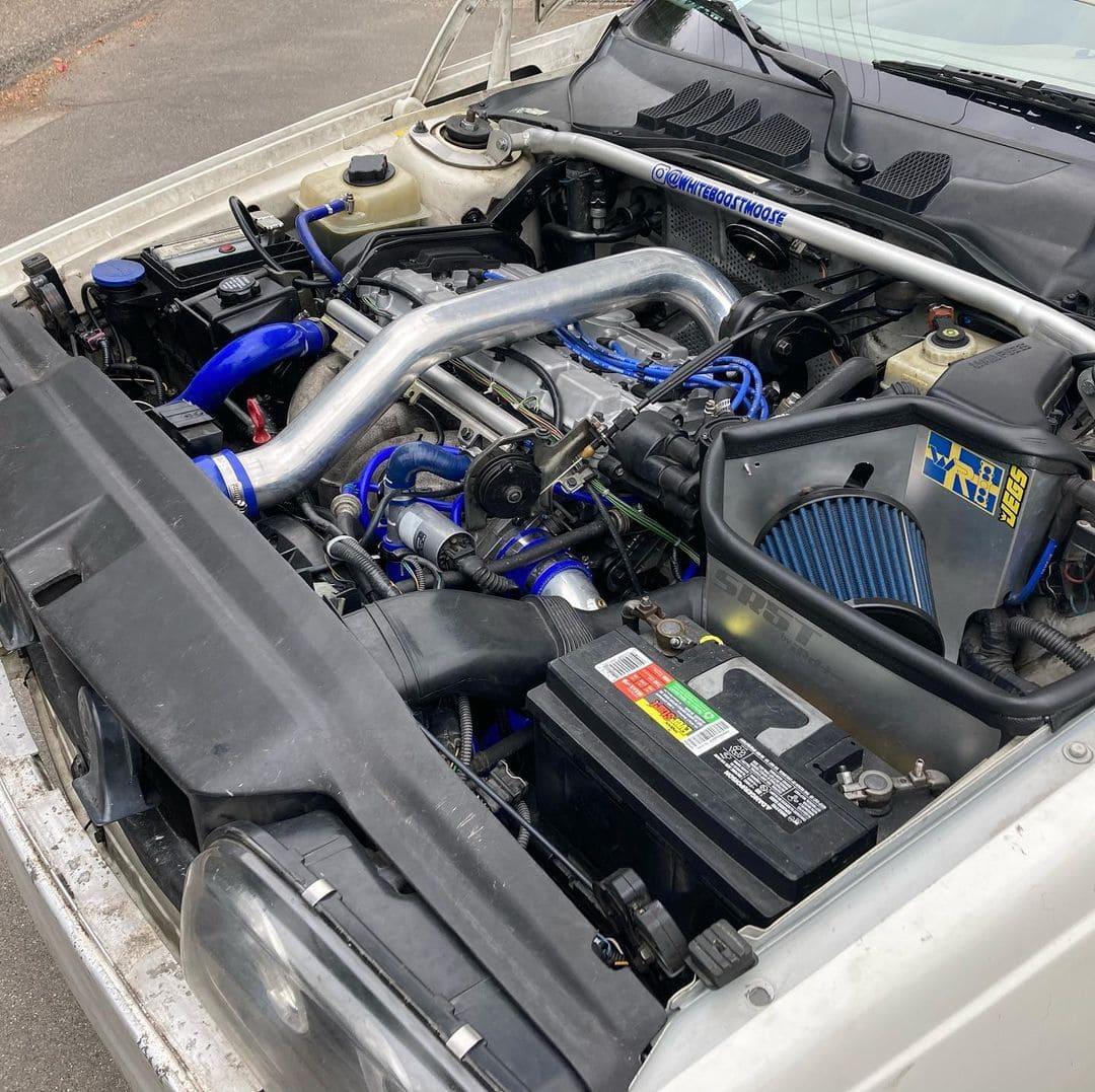 Volvo V70XC AWD Engine bay